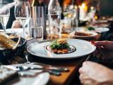 Repas au restaurant de l'Accueil Benoite-Vaux - Image prétexte