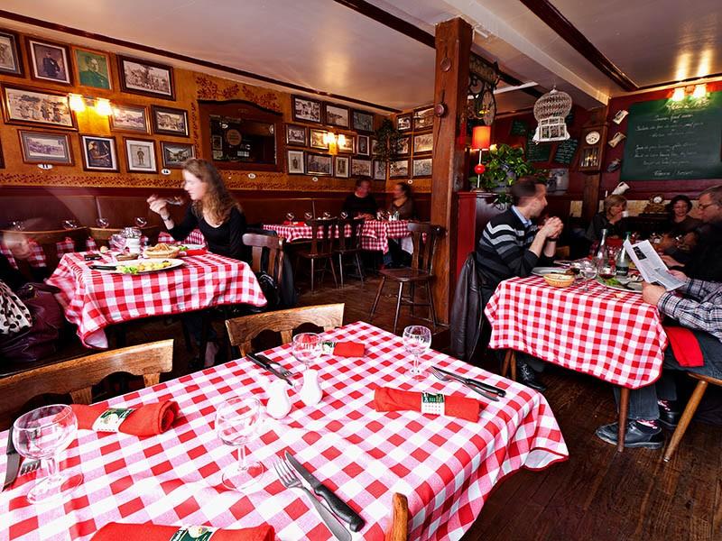 Repas au restaurant 'Chez Mamie'